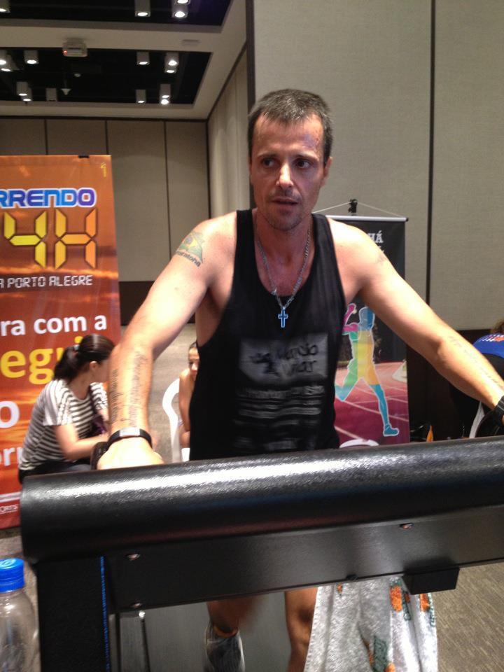 Campeão 24 horas em esteira em Porto Alegre